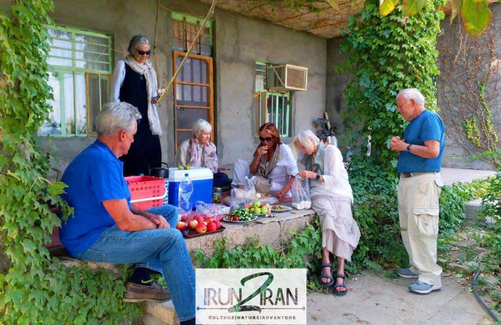 Iran-Fam-trip-picnic